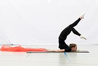Das Warm-up für die Tanz-Aufführung im Audimax läuft. Foto: Marta Rozej-Galczynska