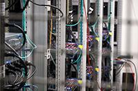 Die fünfte Generation von Spezialrechnern: der neue Hochleistungsrechner der Bielefelder Teilchenphysik. Foto: Universität Bielefeld, H. Sandmeyer