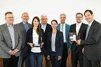 Die Universitätsgesellschaft hat erstmals den Jörg Schwarzbich Inventor Award  verliehen. Das Bild zeigt (v.l.):  Prof. Dr. Martin Egelhaaf (Prorektor für Forschung der Universität Bielefeld), Herbert Vogel von der UGBi, die Preisträgerin Dr. Nadja A. Henke, Preisstifter Jörg Schwarzbich, Junior-Prof. Dr. Sabrina Backs (zuständig  für die Administration des Preises) sowie die Preisträger Dr. Philipp Rommelmann, Dr. Tobias Betke und Prof. Dr. Harald Gröger. Foto: Universitätsgesellschaft Bielefeld/S. Sättele