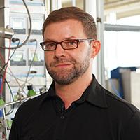 Dr. Dominik Cholewa erhält den Karl Peter Grotemeyer-Preis für hervorragende Lehre. Foto: Universität Bielefeld