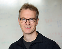 Prof. Dr. Jens Stoye, who specializes in genome informatics, serves as acting director of the new Bielefeld Institute for Bioinformatics Infrastructure (BIBI). Photo: Bielefeld University