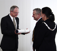 Prof. Dr. Ulrich Heinzmann bei der Verleihung der Ehrendoktorwürde