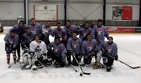 Die erfolgreichen Eishockey-Spieler aus Bielefeld und Düsseldorf holten sich den Pokal
