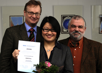 Prorektor Prof. Dr. Johannes Hellermann, Guiru Wu und Professor Dr. Karl Riehs (v.l.)