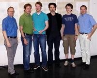 Prof.  Dr. Hans-Peter Wolf (Kommissionsvorsitzender), Prof. Dr. Fred-G. Becker  (Dekan), Diplom Volkswirt Oliver Jones, Prof. Dr. Harry Haupt, Fabian  Handl und Statistikprofessor Dr. Göran Kauermann (v.l.)