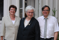 Prodekanin Professorin Dr. Barbara Job, Dr. Sigrid Löffler und Laudator Professor Dr. Klaus-Michael Bogdahl (v.l.)