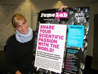"""Für junge Forscher: Birte Schweter vom Wissenschaftsbüro der Bielefeld Marketing GmbH wirbt für den Science-Wettbewerb """"FameLab""""."""