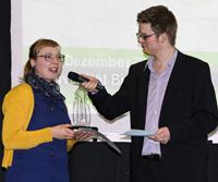 Preisträgerin Kathrin Sielker im Gespräch mit Moderator Jörg Heeren.  Foto: Uwe Völkner/Fox