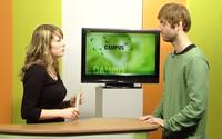 Im Studio von Campus-TV: Moderatorin Theresa Böschen mit Denis Sasse, Ausbildungsleitung Hertz 87,9.