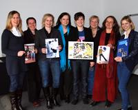 Preisvergabe bei den FrauenStudien (v.l.): Anna Silvestri, Dr. Regina  Heimann (FS), Elke Pauly (Preisstifterin), Prof. Dr. Katharina Gröning (FS), Anke Barduhn, Sybille Florschütz (Preisstifterin), Katharina Stein und Alexandra Hahneforth