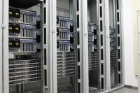 Die Bauteile des neuen Superrechners werden derzeit in 15 Schränke montiert.