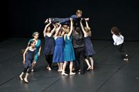 """Interessierte können sich zum Tanzworkshop """"Geschichten tanzen"""" von Kerstin Tölle (Tanztheater Bielefeld) anmelden:  aesthetisches-zentrum@uni-bielefeld.de.  Foto: Tanztheater"""
