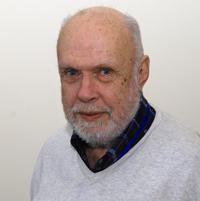"""Professor Dr. Andreas Dress, wird von den chinesischen Studierenden ehrenvoll """"Großvater"""" genannt."""