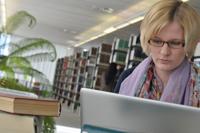 Eine Bibliothek ohne Bücher ist nach wie vor undenkbar, eine Bibliothek ohne PCs und IT-Infrastruktur mittlerweile aber ebenso. Um die Zukunft von Informationsstrukturen geht es bei der zehnten Bielefeld Konferenz der Universitätsbibliothek Bielefeld.