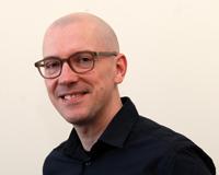 Privatdozent Dr. Hendrik Vollmer untersucht kleine und größere Störungen im sozialen Gefüge.