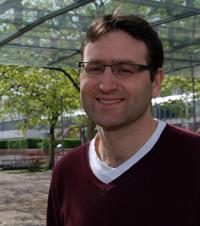 Dr. Jens Bucksch, Geschäftsführer des WHO Collaborating Centres an der Universität Bielefeld, betont, dass viele Jugendliche sich zu dick finden – auch wenn sie es gar nicht sind.