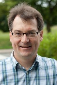 """Professor Dr. Thomas Dierks und sein internationales Team haben die Krankheit """"Mucopolysaccharidose IIIE"""" und ihre molekularen Ursachen nachgewiesen. Sie erforschen nun, wie die Krankheit zu stoppen ist."""