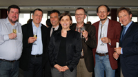 Haben doppelt Grund zum Feiern: Prof. Dr. Thomas Welskopp (BGHS), Prof. Dr. Alfons Bora (BGHS), Rektor Prof. Dr.-Ing. Gerhard Sagerer,  Anita Adamczyk (CITEC), Prorektor Prof. Dr. Martin Egelhaaf, Prof. Dr. Helge Ritter (CITEC) und Kanzler Hans-Jürgen Simm.