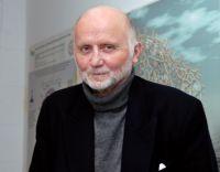 Professor Dr. Achim Müller ist ein Pionier in der Nanowissenschaft. Der Europäische Forschungsrat fördert seine Arbeit mit 1,2 Millionen Euro. Foto: Universität Bielefeld