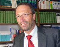 Die Universität Bielefeld verleiht eine Honorarprofessur an den auf Arbeitsrecht spezialisierten Rechtsanwalt Dr. Heinrich Gussen. Foto: Dr. Maria Jäger-Gussen