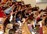 Zum zehnten Mal können Kinder in der Universität Bielefeld Vorlesungen besuchen.