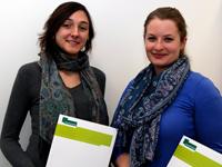 Jessica Laimann und Lisa Giesselmann (v.l.) wurden mit dem Frauenförderpreis ausgezeichnet.