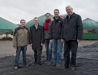 Bielefeld researchers visit the site of a Bielefeld biogas plant (from left): Dr Andreas Schlüter, Prof. Dr Jens Stoye, Dr Alexander Goesmann, Dr Alexander Sczyrba und Prof. Dr Alfred Pühler. Photo: Björn Fischer