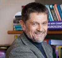 """Josef Perner ist Pionier der """"Theorie des Geistes"""". Seine Studien zeigen, dass sich schon kleine Kinder als Wesen mit Gedanken, Gefühlen und Absichten wahrnehmen."""