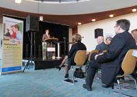Die Regierungspräsidentin der Bezirksregierung Detmold, Marianne Thomann-Stahl, spricht ein Grußwort.