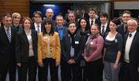 Von links: Rektor Dr.-Ing. Gerhard Sagerer, Dr. Benjamin Gess, Dr. Julia Gorges, Dr. Patrick Richters, Dr. Birte Schaller, WLUG-Vorsitzender Herbert Vogel, Dr. René Felix Reinhart, Dr. Ulrike Schulz, WLUG-Kuratoriumsvorsitzender Dr. Werner Efing, Dr. Anne Köker, Dr. Daniel Winkelhaus, Dr. Nicole Paczia, Dr. Markus Meinert, Dr. Eva Trost, Dr. Marcus Hartner sowie WLUG-Geschäftsführer Jürgen Heinrich.