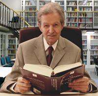 Professor Dr. János Sándor PetöfiFoto mit freundlicher Genehmigung der Universität Macerata