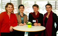Von links: Prof. Dr. Claudia Hornberg (Leitung KFG NRW), Ministerin Barbara Steffens, Marion Steffens (Leitung KFG NRW) und Prof. Dr. Petra Kolip. Foto: Klaus Dercks