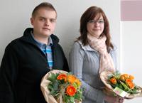 Freuen sich über den Abschluss ihrer Ausbildung an der Universität Bielefeld: Stefanie Postert und Jurij Sutulov.