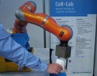 Mühelos zu programmieren: Die Universität Bielefeld präsentiert einen lernfähigen Roboter-arm auf der Hannover Messe.