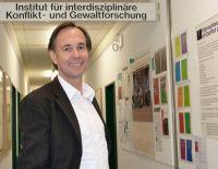 Prof. Dr. Andreas Zick ist neuer Direktor des Instituts für interdisziplinäre Konflikt- und Gewaltforschung. Foto: Universität Bielefeld