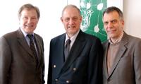 Abschiedsbesuch in Bielefeld: Kanzler Hans-Jürgen Simm, Ministerialrat Burkhard Reith und Rektor Gerhard  Sagerer (v.l.)