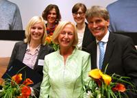 Julia Buschmann, Katja Urhahne, Friederike Ruwisch und Prof. Dr. Nikolaus Risch mit der Bundesministerin für Bildung und Forschung Johanna Wanka.