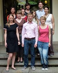 Die Finalistinnen und Finalisten beim Dissertationspreis der deutschen Gesellschaft für Psychologie, darunter die Bielefelderin Dr. Rebecca Förster (vorne rechts).