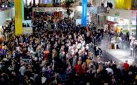 Gemeinsam den Studienabschluss feiern: Im vergangenen Dezember folgten knapp 1.000 Absolventinnen und Absolventen der Einladung der Universität Bielefeld – gemeinsam mit ihren Familien, Freunden und Dozenten machten sie den ersten Absolvententag zu einem Erfolg.