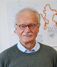 Prof. Dr. Holk Cruse (Bild), Biologe an der Universität Bielefeld, und sein Forschungspartner Malte Schilling haben entdeckt, dass Roboter ein Bewusstsein entwickeln können. Foto: Universität Bielefeld