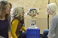 Flobi ist einer der emotionalen Roboter, um die es unter anderem auf der Konferenz HRI 2014 in Bielefeld geht. Der Roboterkopf wurde am Exzellenzcluster CITEC entwickelt. Foto: Universität Bielefeld