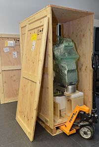 In einer großen Holzkiste wurde der Roboter aus den USA geliefert. Foto: Universität Bielefeld