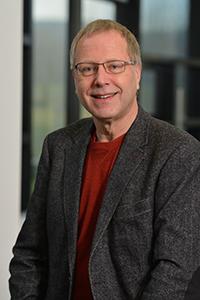"""Professor Dr. Ipke Wachsmuth hält einen einführenden Vortrag zu dem Spielfilm """"her"""". Foto: CITEC/Universität Bielefeld"""