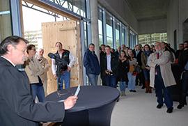 Physikdekan Prof. Dr. Edwin Laermann dankte allen am Bau Beteiligten für die gute Zusammenarbeit.