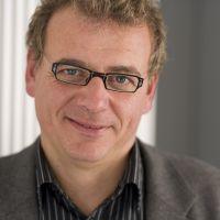 Der Bielefelder Professor Dr. Olaf Kruse und seine Arbeitsgruppe forschen an Algen, die Sonnenenergie in wertvolle Produkte umwandeln. Foto: Universität Bielefeld