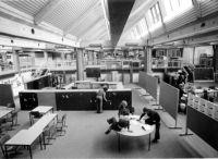 Die Laborschule kurz nach ihrer Eröffnung 1974. Foto: Universität Bielefeld
