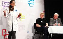 Hessen-Siegerin Karina Pombo-Garcia überzeugte die Jury mit ihrem Thema über Nanopartikel in der Krebsforschung.