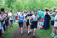 """Die Läuferteams geben sich oft kreative Namen, beispielsweise """"Die müden Quanten"""" aus der Physik."""