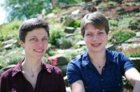 Professor Dr. Caroline Müller (left) and Rabea Schweiger have confirmed that even related plants react differently to the marriage of convenience with a fungus. Photo: Bielefeld University