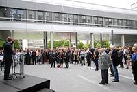 Kanzer Hans-Jürgen Simm begrüßte die 500 Gäste, die zur Eröffnung des Gebäudes X erschienen waren.